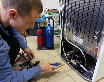 Как выполняют ремонт холодильников Атлант